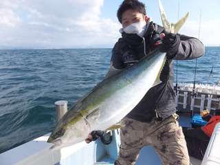 201221-1ブリ101cm11キロ川口さん.jpg